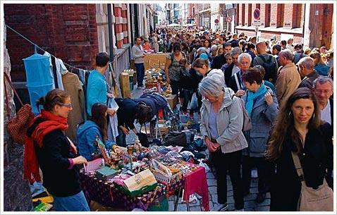 Блошиный рынок во Франции, посетители