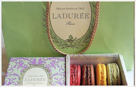 Знаменитая кондитерская Laduree