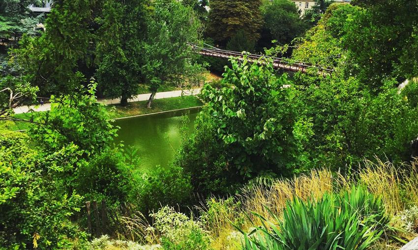 Парк Бют-Шомон в Париже