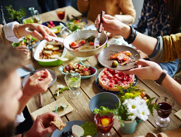 Туристы могут поужинать в гостях у парижан