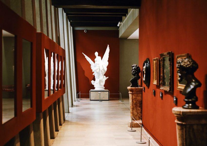 Музеи Парижа начинают открываться для посетителей