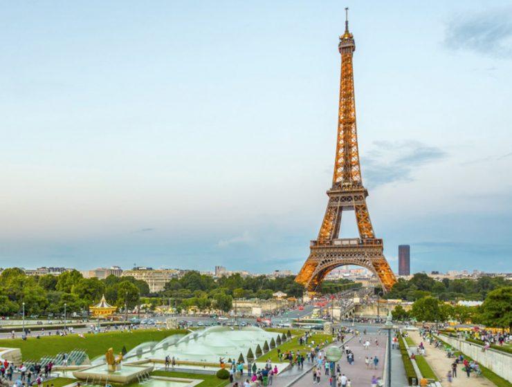Эйфелева башня открывается для посетителей