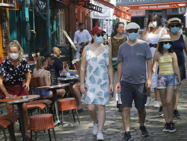 В Париже сделали обязательным ношение масок на улицах города