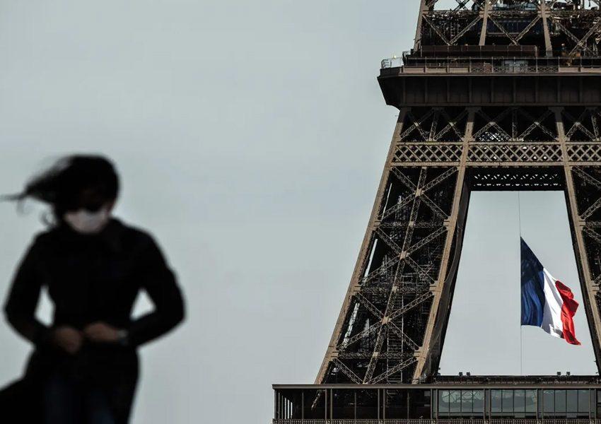 Теперь маски нужно носить по всему Парижу