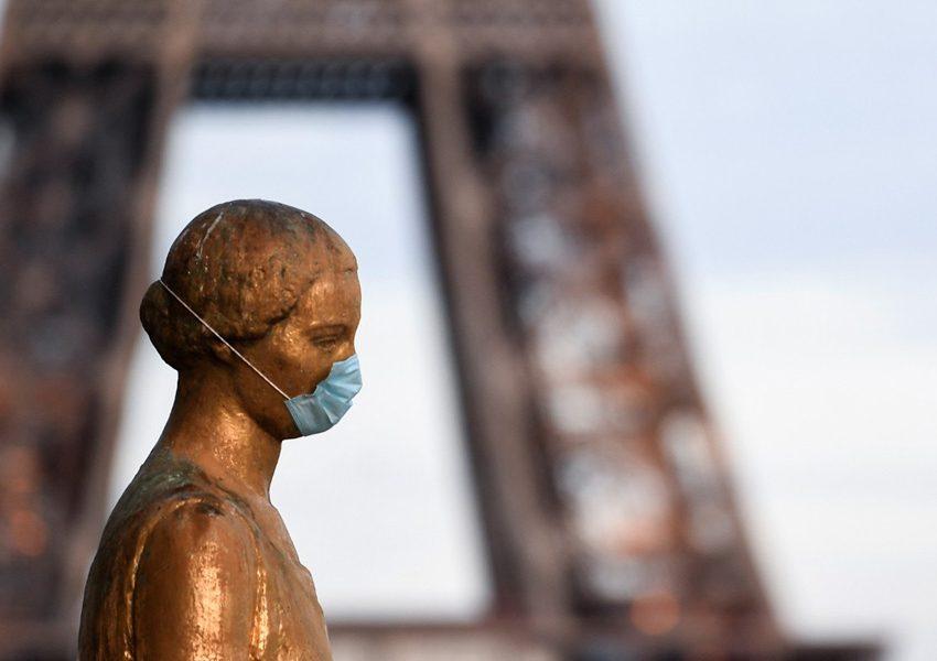 В Париже планируют сделать обязательным ношение масок на улицах